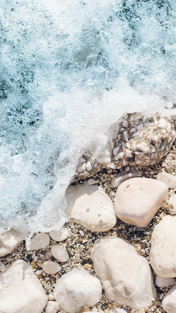 Splashing Waves iPhone wallpaper
