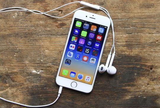 Plug Headphones On iPhone