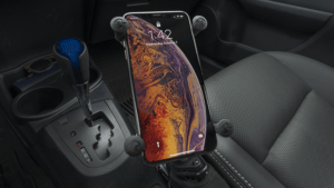 8 Best Car Holders For iPhone XS And XS Max (Experts Recommended)