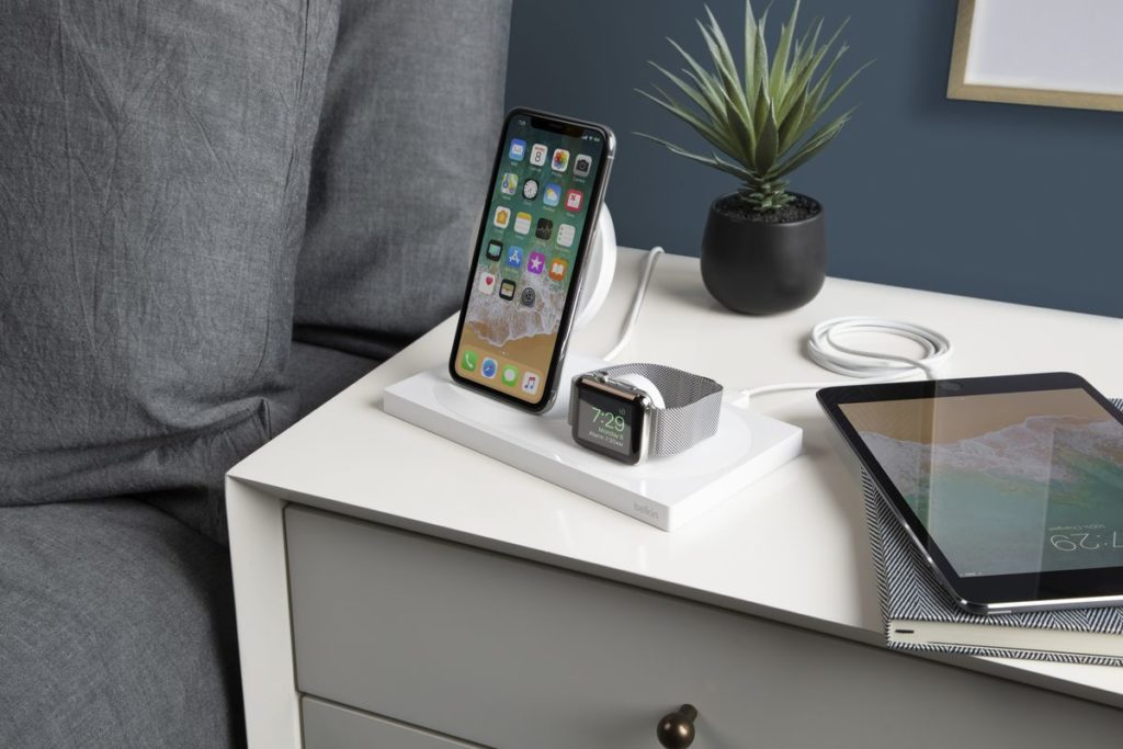 Best Wireless Charging Station For Multiple Apple Products (All-in-One Charging)