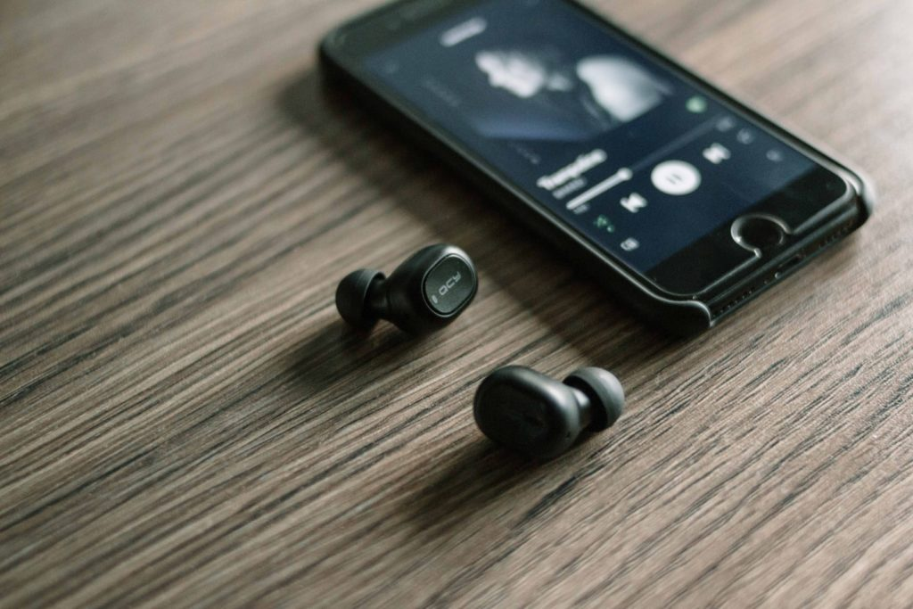 10 Best Wireless Earphones For iPhone (New Year Must-Haves)