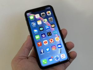 iPhone XR' LCD screen